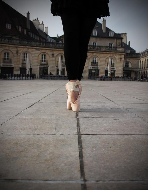 Pointes de danseuse classique dans la rue