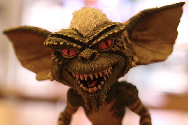 Photographie d'une figurine de gremlin.