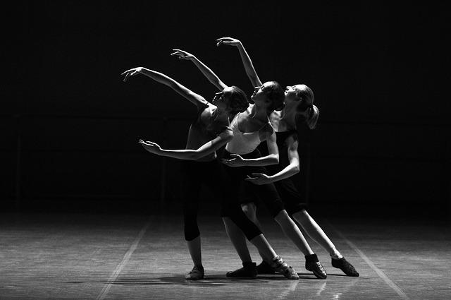 Trois danseuses.