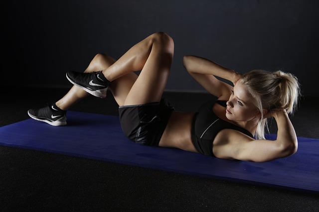 Femme qui fait de l'exercice.
