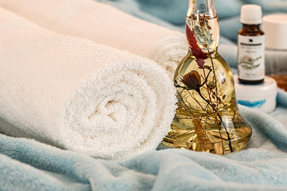 https://pixabay.com/fr/massage-th%C3%A9rapeutique-1612308/
