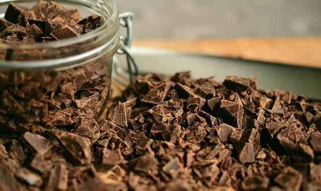 Bocal de copeaux de chocolat.