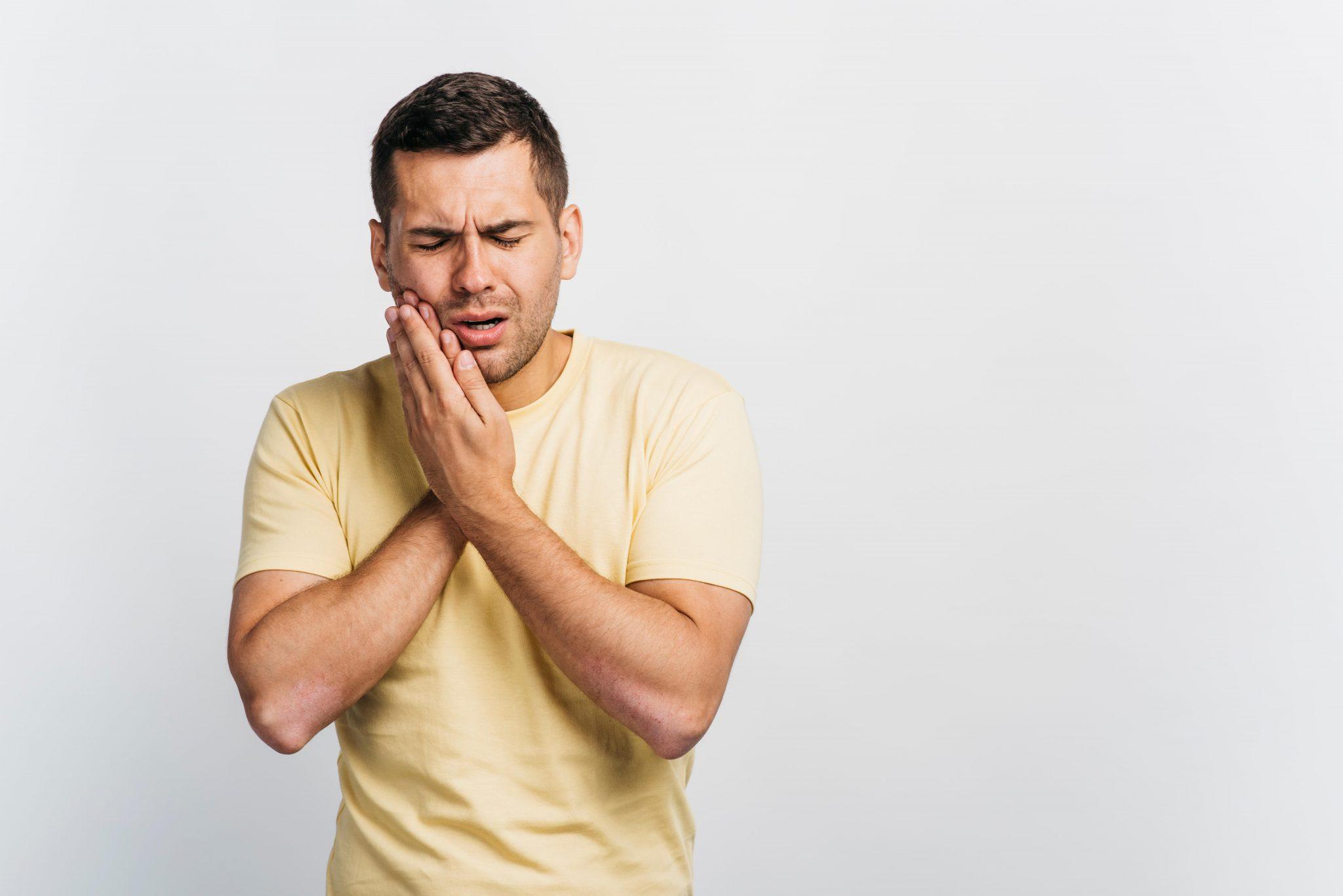 Douleurs à cause d'une rage de dents